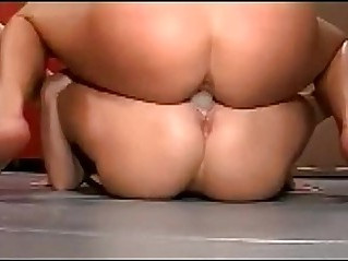 Double dildo tribbing pussies