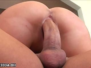 Dreamy blondy Riley Evans moans during rough sex